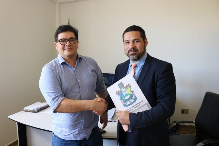 Unifap e EAP assinam convênio e estabelecem cooperação técnico-científica