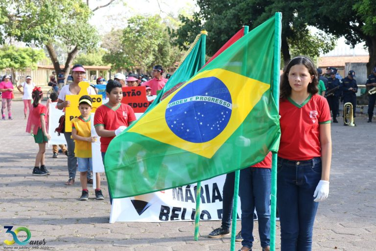 Desfile da Escola de Aplicação da UNIFAP recorda mês da pátria
