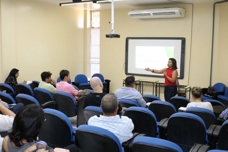 Docentes e alunos da UNIFAP participam de minicurso sobre projetos internacionais