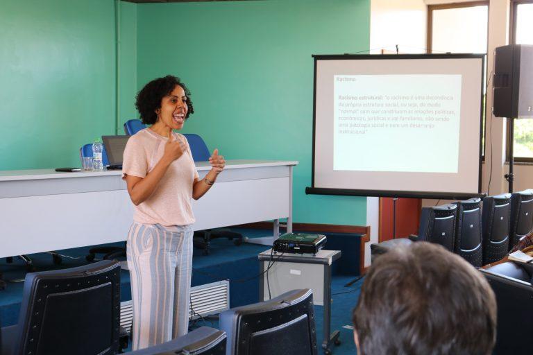 Servidores participam de curso sobre racismo e políticas afirmativas