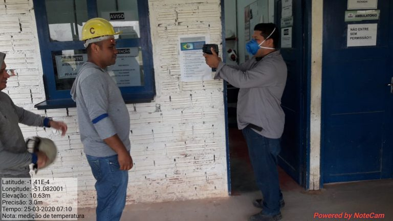 Operários do Hospital Universitário seguem medidas de prevenção contra a COVID-19