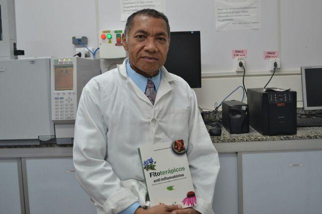 Professor da UNIFAP torna-se membro titular da Real Academia de Farmácia da Espanha