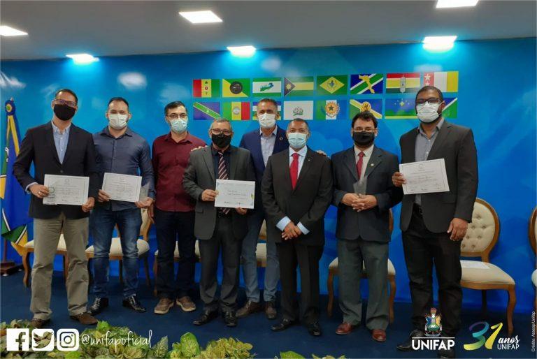 Docentes recebem prêmio do Estado do Amapá